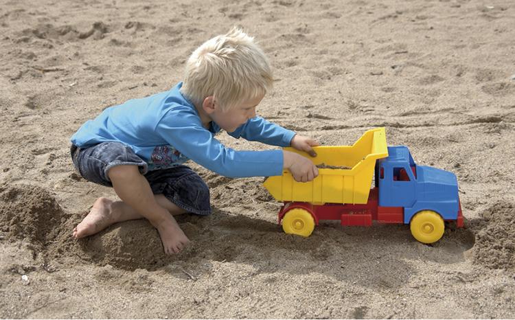 Vì sao nên mua Xe Tải đồ chơi cho bé Dantoy 45cm cho bé