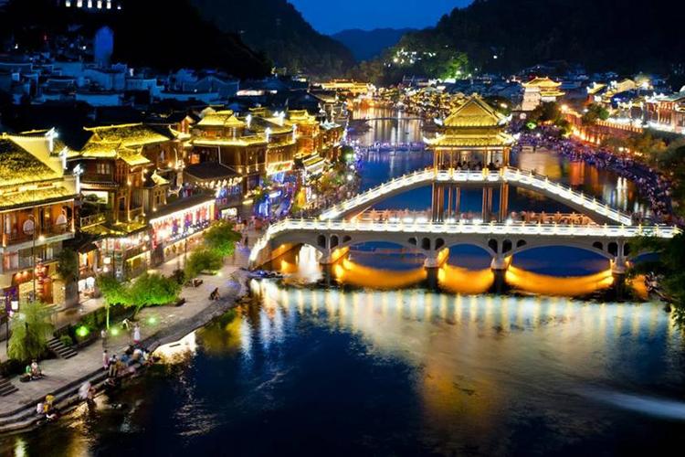 Tour Hà Nội - Trương Gia Giới - Phù Dung Trấn - Phượng Hoàng Cổ Trấn 6 Ngày 5 Đêm, Khách Sạn 4 Sao 3