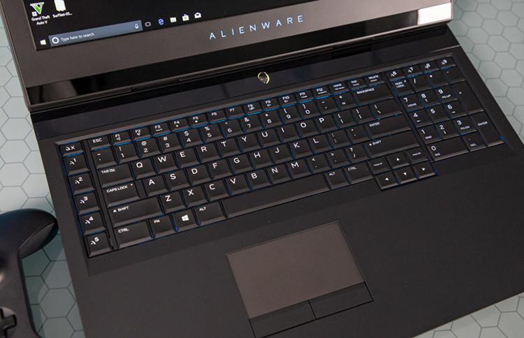 """Laptop Dell Alienware 17R4-7005SLV Core i7-7700HQ/GTX 1060 6G/Win 10 (17.3"""" FHD) (Hàng Nhập Khẩu Chính Hãng)"""