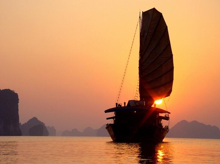Du Thuyền Dragon Gold 3* 2N1Đ Hạ Long, Khởi Hành Hàng Ngày Từ HN
