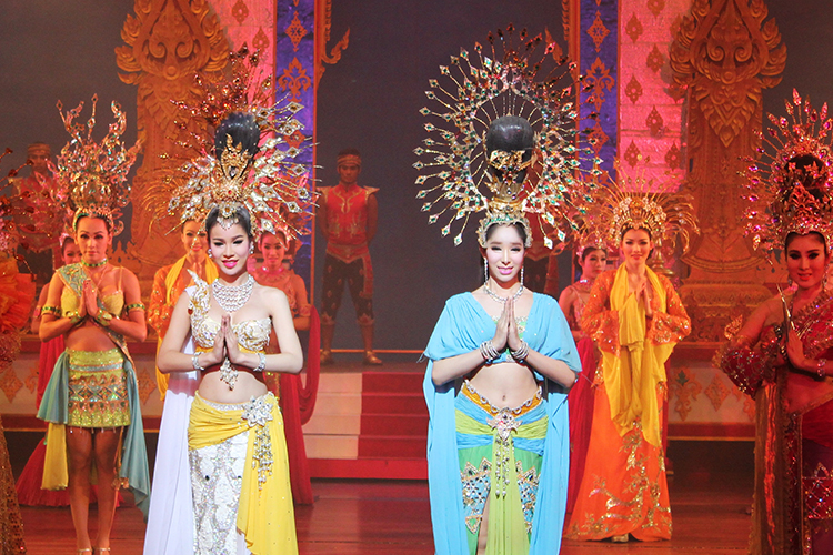 Vé Xem Alcazar Cabaret Show Ở Pattaya, Thái Lan - Ghế Deluxe