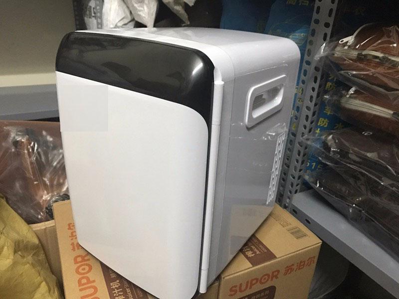 Tủ lạnh mini bên trong ô tô 10l - Màu Ngẫu Nhiên
