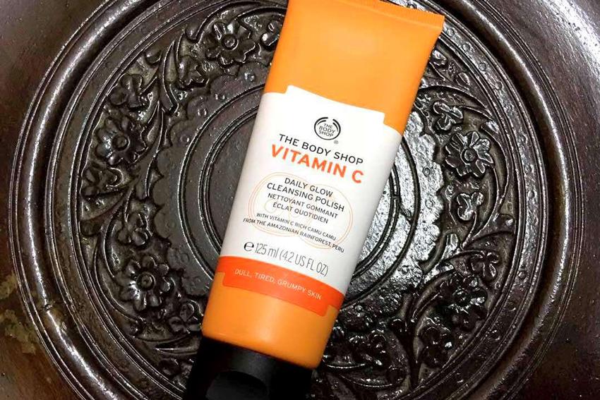Sửa Rữa Mặt Tẩy Tế Bào Chết The Body Shop Vitamin C Facial Cleansing Polish (125ml)
