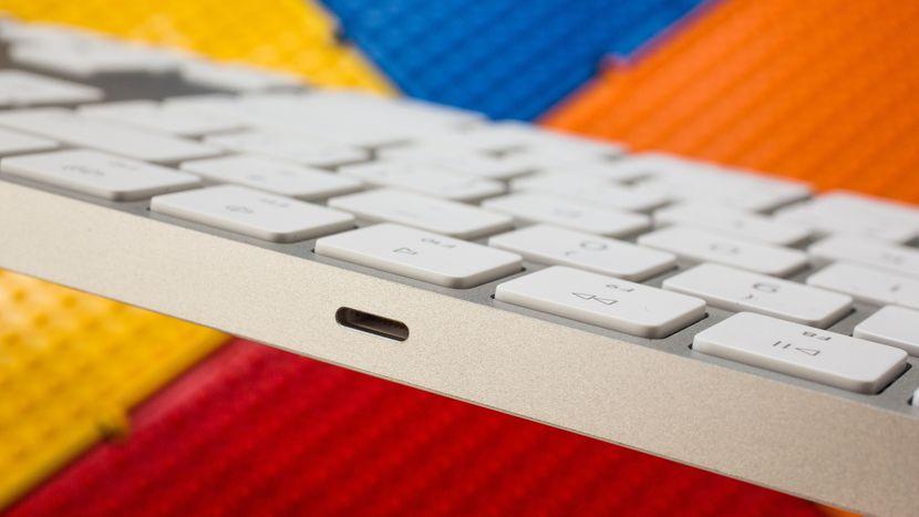 Bàn Phím Không Dây Apple Magic Keyboard Hỗ Trợ Bàn Phím Số Numeric MQ052ZA/A - Hàng Chính Hãng
